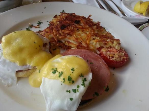 Cafe Bellagio - Eggs Benedict