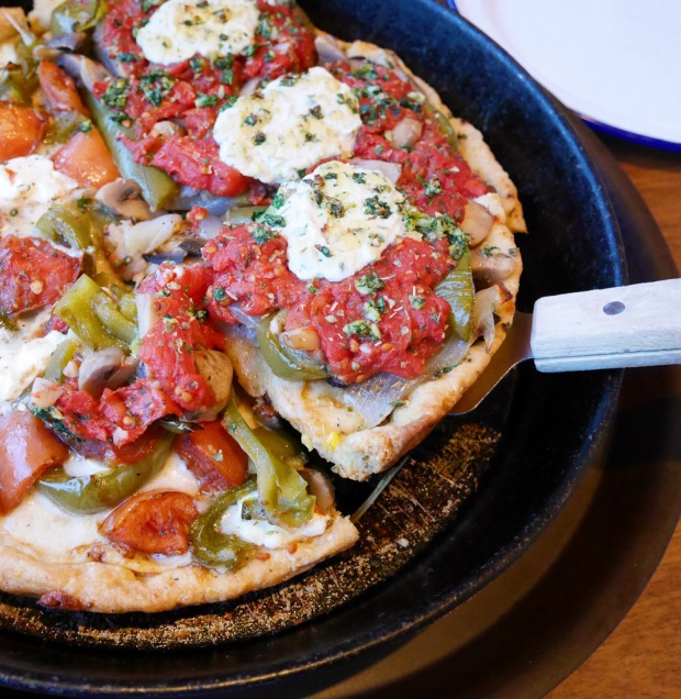 Dove Vivi Vegan Della Salute Pizza, NE Portland